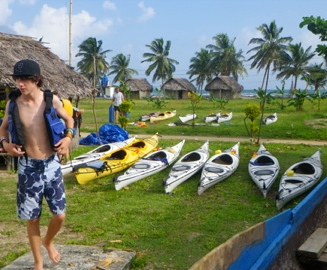 Kayaking helps the community of Digirdup, Guna Yala
