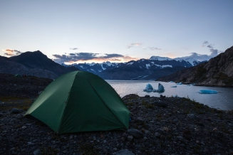 Spacious 4-person tent for 2 people