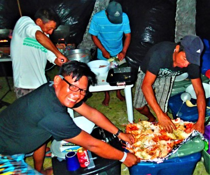 Nemesio and the Guna crew preparing a New Years feast, Sichirdup