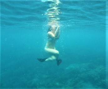 Leigh in underwater Eagle pose