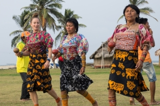 Practicing traditional Guna Danza, Guna Yala
