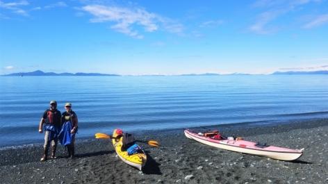 Sunny day on Glacier Island